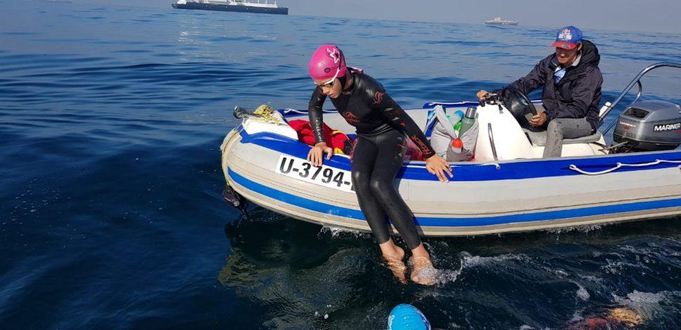 Lukas Ochsenbein completes his Freedom Swim 4